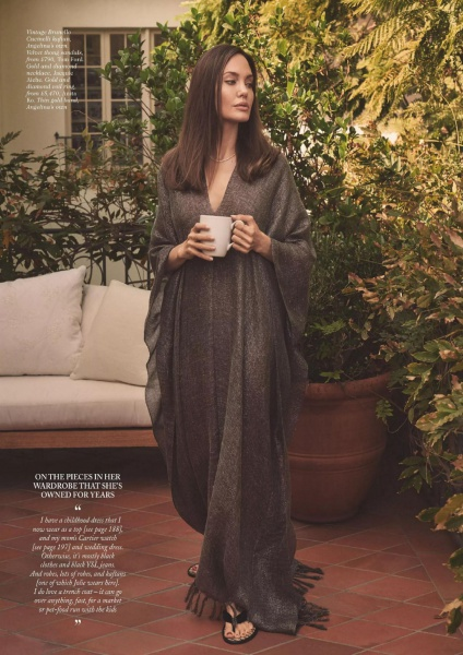 angelina-jolie-vogue-uk-march-2021-issue-9.jpg